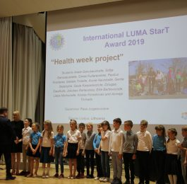 """The Lithuanian """"Health Week"""" project team receiving their award from the Chair of the LUMA Cantre Finland, prof. Jan Lundell."""