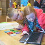 Children looking at the presentation of their StarT-project