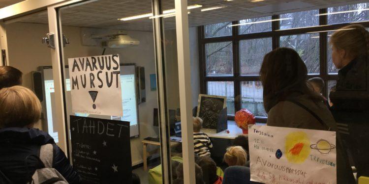 Projektitöiden esittelyä Niittykummun koulun StarT-päivässä.