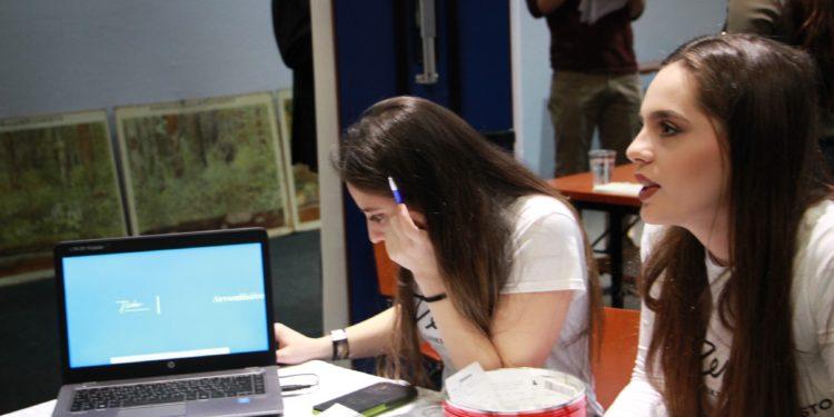 Nuoret esittelevät projektiaan